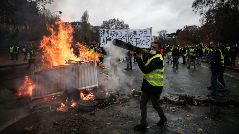 TOPSHOT - Protesters build a barricade during a protest of Yellow vests (Gilets jaunes) against rising oil prices and living costs, on December 1, 2018 in Paris. (Photo by Abdulmonam EASSA / AFP)        (Photo credit should read ABDULMONAM EASSA/AFP via Getty Images)
