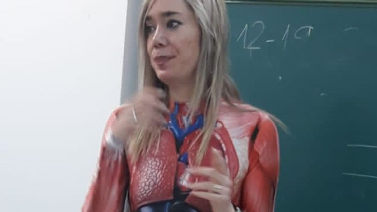Woman wears skin-tight bodysuit to teach students anatomy in Spain. Pic: @mikemoratinos