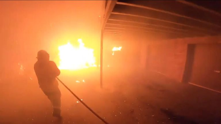 Volunteer firefighter battles raging inferno in Australia
