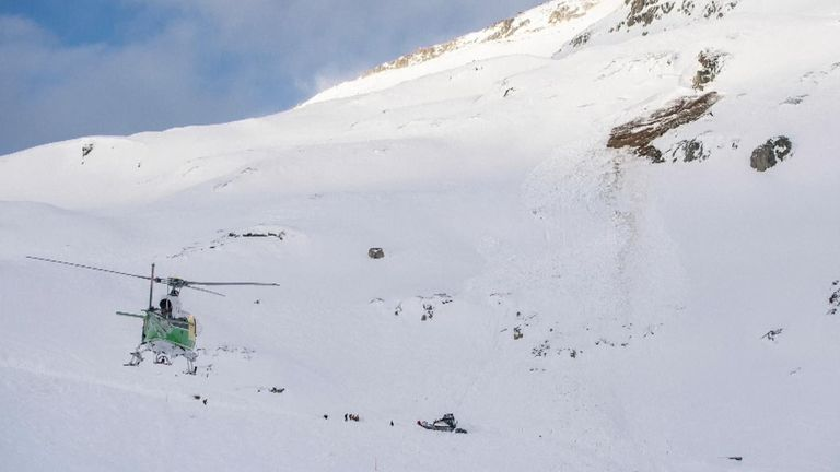 The avalanche in Andermatt came down over a ski slope