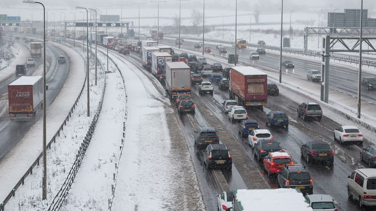 Bumper-to-bumper traffic in the run-up to Christmas is near-guaranteed, according to the RAC