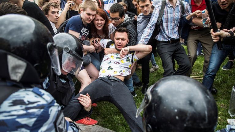 Police attempting to arrest Ruslan Shaveddinov in June 2017
