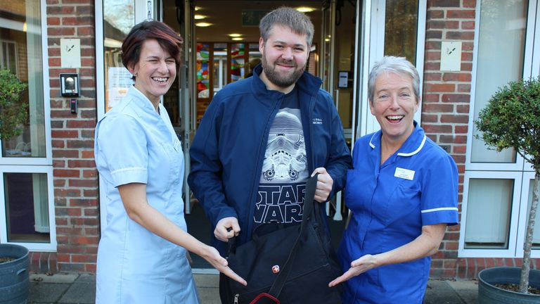 Terminally ill father gets to watch new Star Wars early at hospice