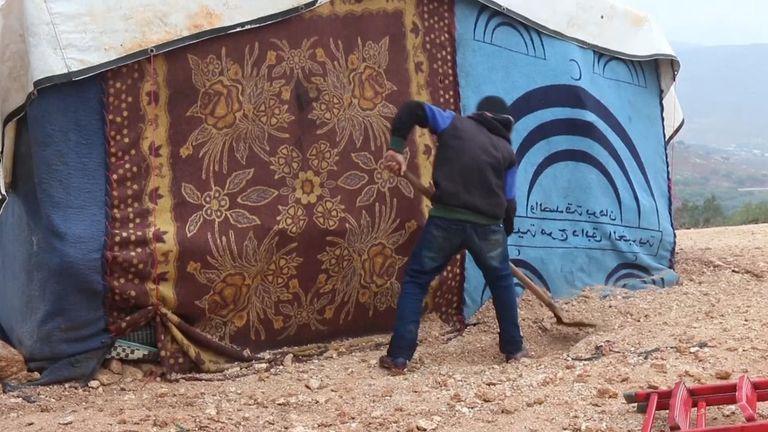 Battles around Maraat al-Numan have caused more people to flee as winter sets in