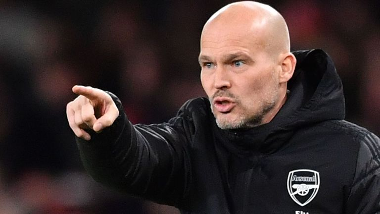 Freddie Ljungberg has urged Arsenal to make a decision over the managerial situation