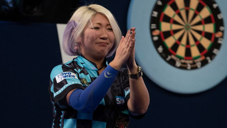 Mikuru Suzuki suffered last leg agony as she was beaten by  James Richardson on day three at Alexandra Palace
