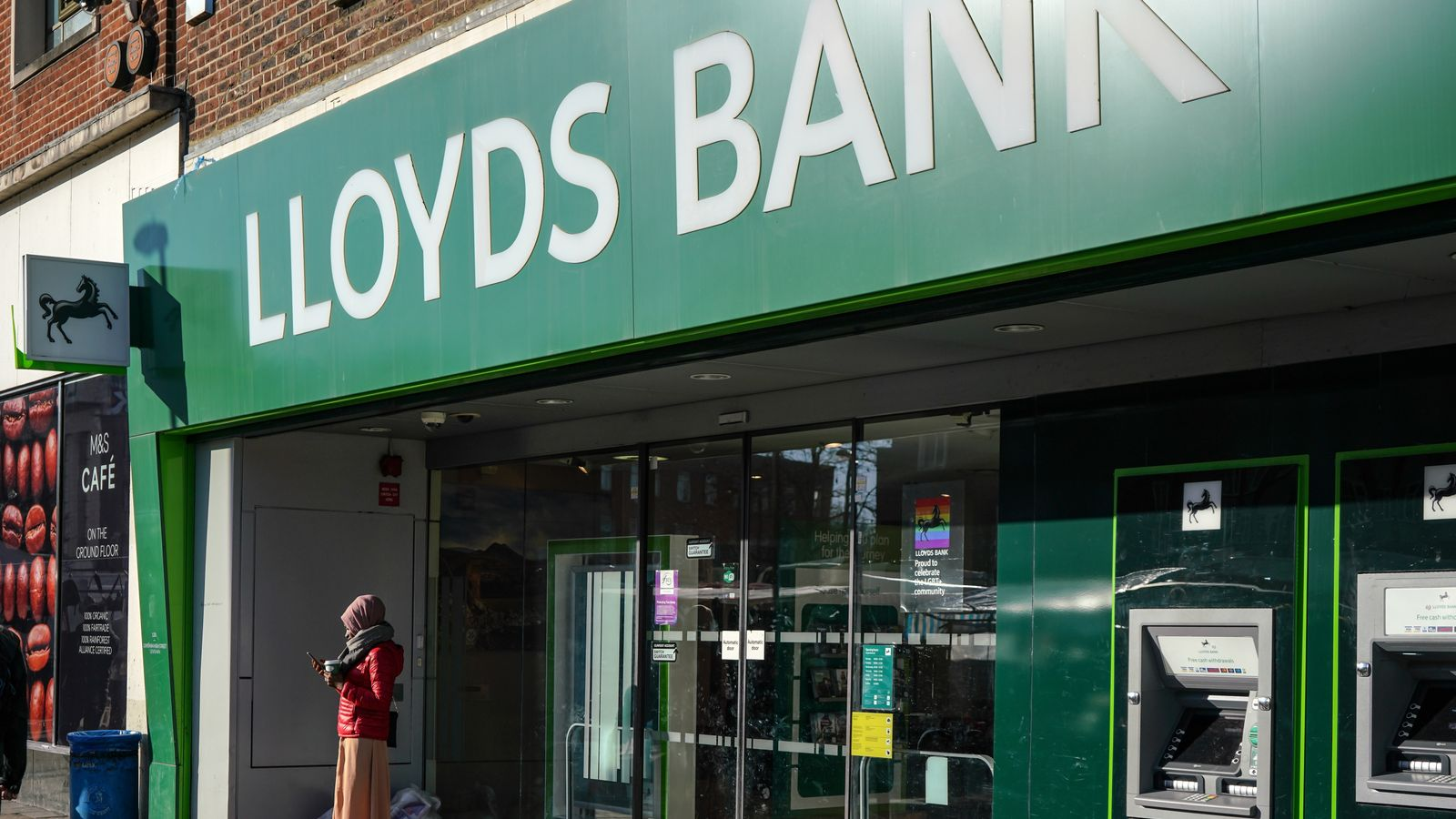 Lloyds customers face hours of frustration in mobile banking outage