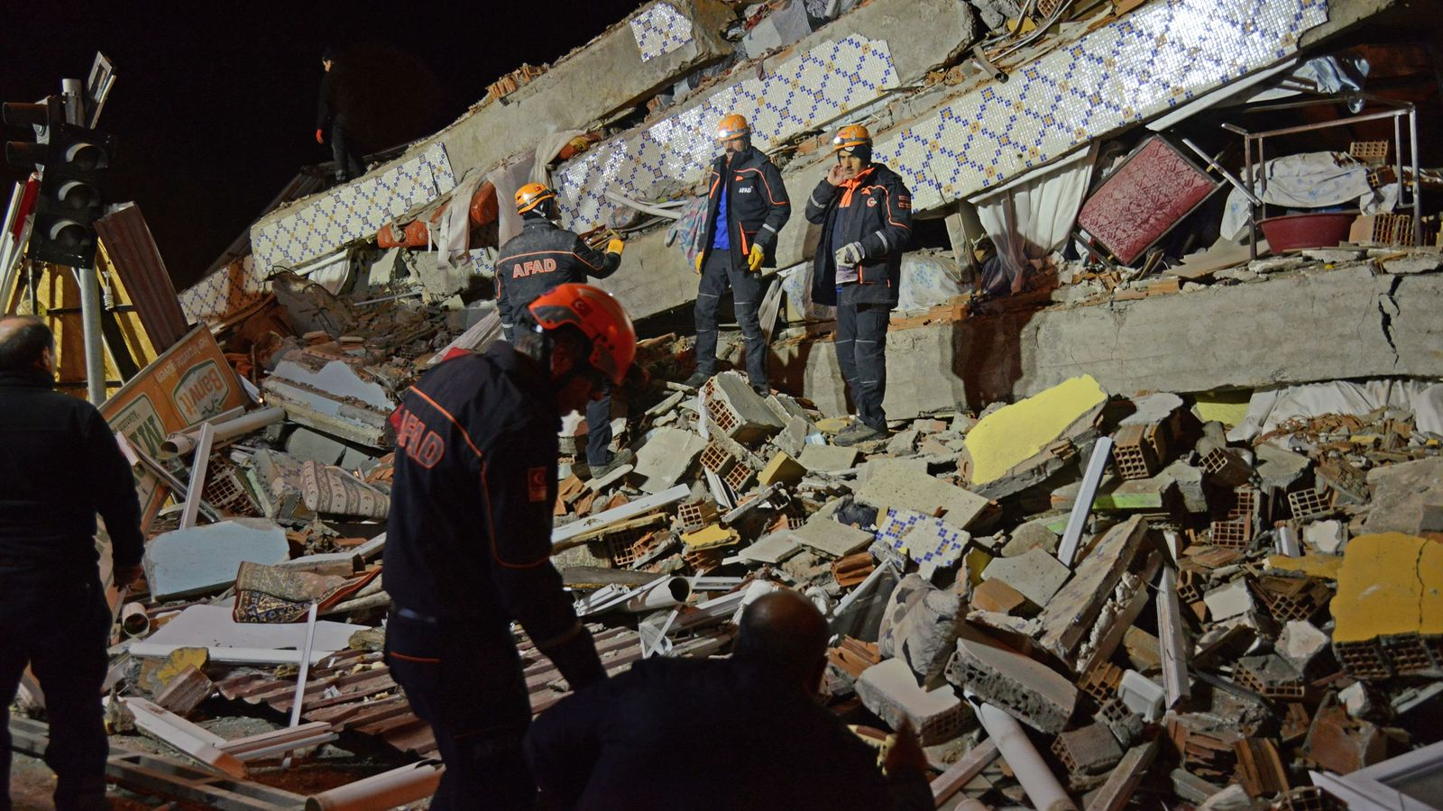 Turkey: Powerful earthquake kills 18 and injures more than 500