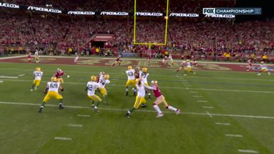 Rodgers takes time to find Sternberger in endzone