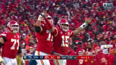 Mahomes finds Watkins for 60-yard TD