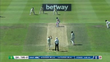 Du Plessis bowled out!