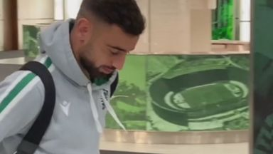 Fernandes arrives for Lisbon derby