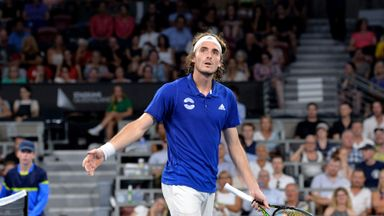 Tsitsipas hurts father with racket swipe!