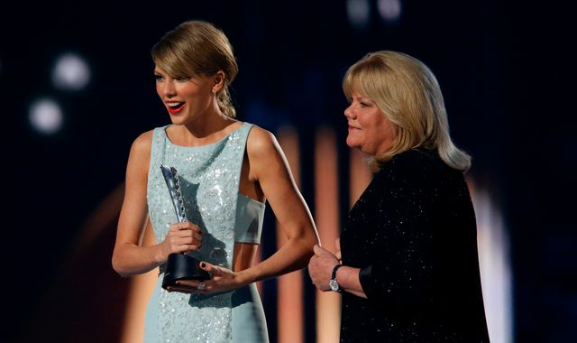 Taylor Swift reveals her mother has been diagnosed with a brain tumour
