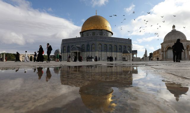 Palestinian worshippers in clashes after 'peace plan' leak
