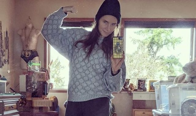 Amanda Knox posts selfie in her old prison clothes as she plans for wedding
