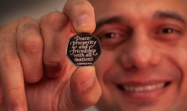 Brexit coin unveiled by Chancellor Sajid Javid to mark 'new chapter'