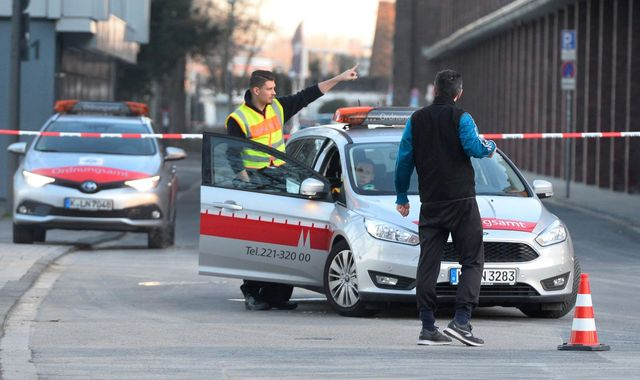 Cologne: Second World War bomb defused following mass evacuation