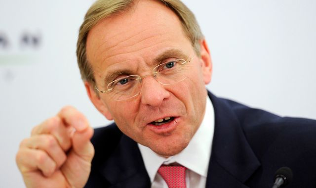 Manzoni prepares to quit as civil service chief