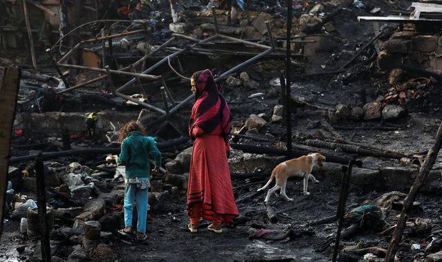 Hundreds left homeless as fire destroys makeshift homes in Karachi