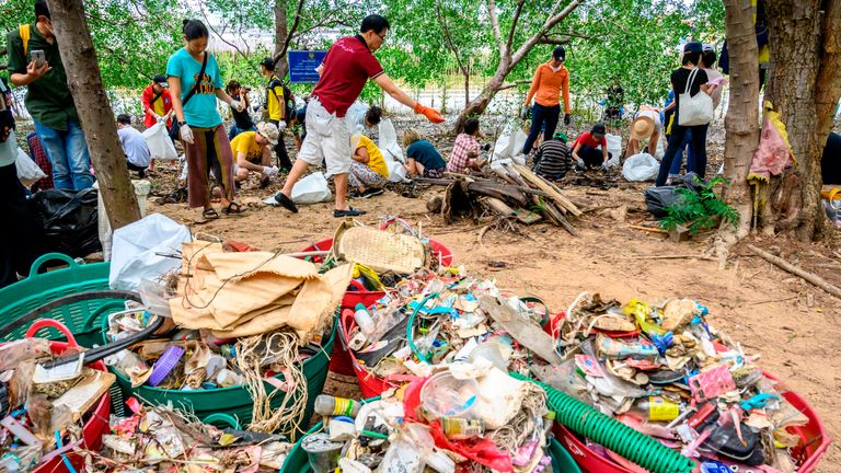 Volunteers collect plastic waste at Khung Bang Kachao Urban Forest and Beach as part of the Trash Hero initiative in Bangkok on August 25, 2019. - Hundreds of people gathered on the bank of the Chao Praya river to clean it from the tons of plastic waste carried by the current. (Photo by Mladen ANTONOV / AFP)        (Photo credit should read MLADEN ANTONOV/AFP via Getty Images)