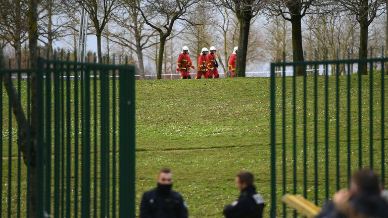 "Police and firefighters gather in a park in the south of Paris' suburban city of Villejuif on January 3, 2020 where police shot dead a knife-wielding man who killed one person and injured at least two others. - The man had attacked ""several people"" in a park in Villejuif before he was ""neutralised"", the Paris police department said. Sources close to the investigation told AFP one of the victims had later died. The attacker was shot dead by police in a neighbouring suburb. The attacker's motive has not been made clear. (Photo by CHRISTOPHE ARCHAMBAULT / AFP) (Photo by CHRISTOPHE ARCHAMBAULT/AFP via Getty Images)"