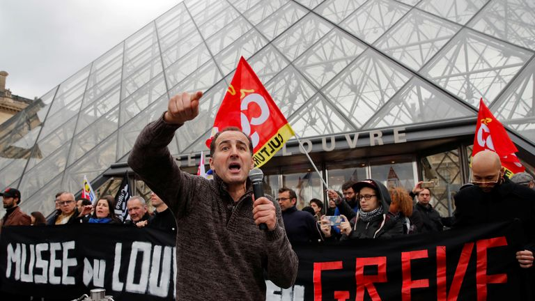 Striking workers block the entry at the glass Pyramid of the Louvre museum in Paris as France faces its 44th consecutive day of strikes January 17, 2020. REUTERS/Gonzalo Fuentes
