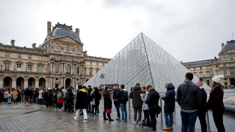 Tourists queue as striking workers block the entry at the glass Pyramid of the Louvre museum in Paris as France faces its 44th consecutive day of strikes January 17, 2020. REUTERS/Gonzalo Fuentes