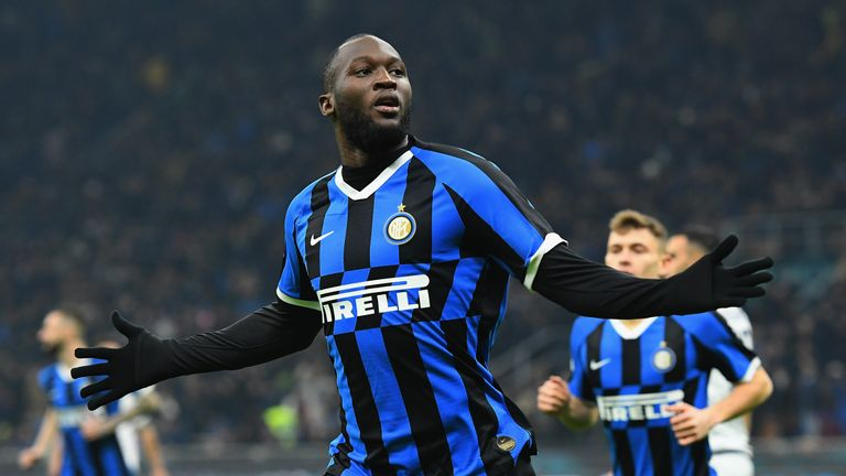 MILAN, ITALY - JANUARY 14:  Romelu Lukaku of FC Internazionale celebrates after scoring the opening goal during the Coppa Italia match between FC Internazionale and Cagliari Calcio at Stadio Giuseppe Meazza on January 14, 2020 in Milan, Italy.  (Photo by Alessandro Sabattini/Getty Images)