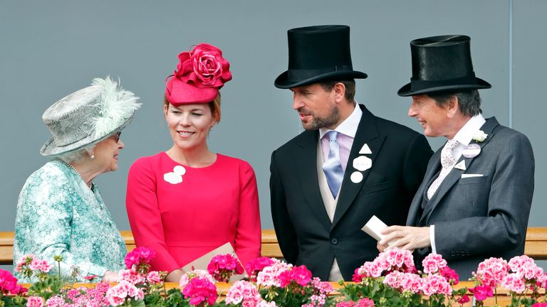 ASCOT, UNITED KINGDOM - JUNE 23: (EMBARGOED FOR PUBLICATION IN UK NEWSPAPERS UNTIL 24 HOURS AFTER CREATE DATE AND TIME) Queen Elizabeth II, Autumn Phillips, Peter Phillips and John Warren attend day 5 of Royal Ascot at Ascot Racecourse on June 23, 2018 in Ascot, England. (Photo by Max Mumby/Indigo/Getty Images)