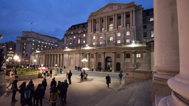 LONDON, ENGLAND - NOVEMBER 08: A general view of the Bank of England in the early evening on November 8, 2019 in London, England. (Photo by John Keeble/Getty Images)