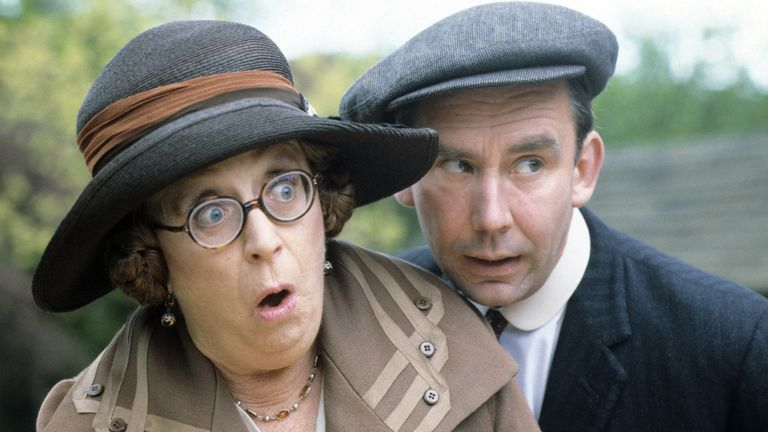 Dame Thora Hird and Christopher Beeny in In Loving Memory