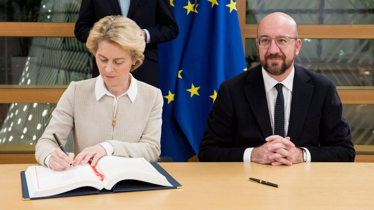Ursula Von Der Leyen signs the Agreement on the Withdrawal of the UK from the EU. Pic@vonderleyen