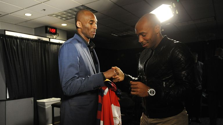 Bryant exchanges jerseys with former Arsenal striker Thierry Henry in 2016
