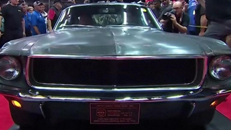 La Ford Mustang de Steve McQueen de Bullitt se vend 3,4 millions de dollars aux enchères | US News