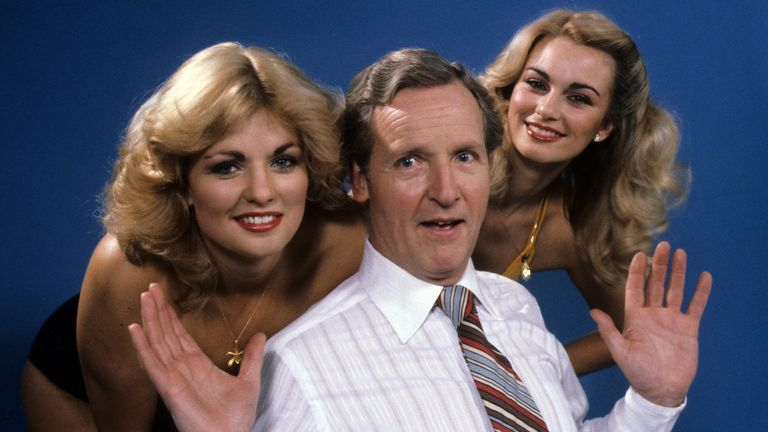 Nicholas Parsons with hostesses Carole Ashby and Karen Loughlin in 1981
