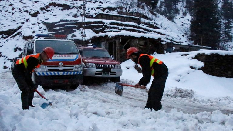Teams working in the Neelum Valley to rescue people and provide relief