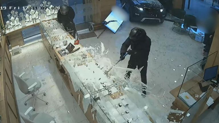 Dramatic video shows the moment a group of robbers smashed through the front of a jewellers in a Range Rover before Ben Wegener was stopped by members of the public.