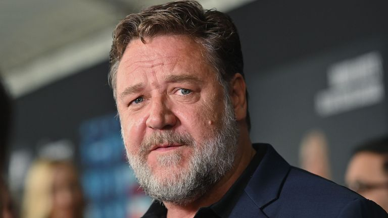 Russell Crowe skipped out on the Golden Globes to help fight the wildfires in Australia