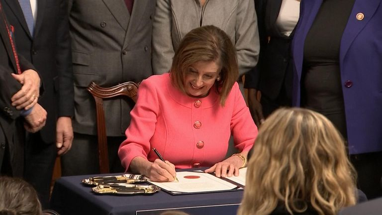 Nancye Pelosi signs article of impeachment against president Trump