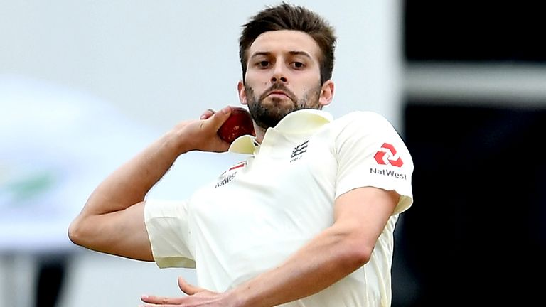 Mark Wood of England bowls during day 3 of the 3rd Test match between South Africa and England at St Georges Park on January 18, 2020 in Port Elizabeth, South Africa. (Photo by Ashley Vlotman/Gallo Images)