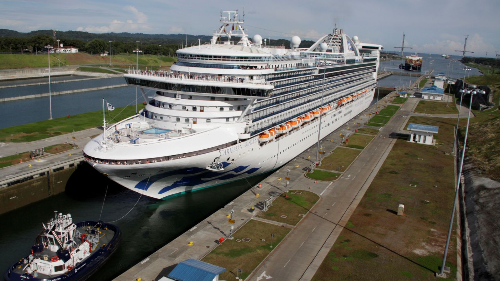 Caribbean cruise ship turns back after 300 get vomiting bug