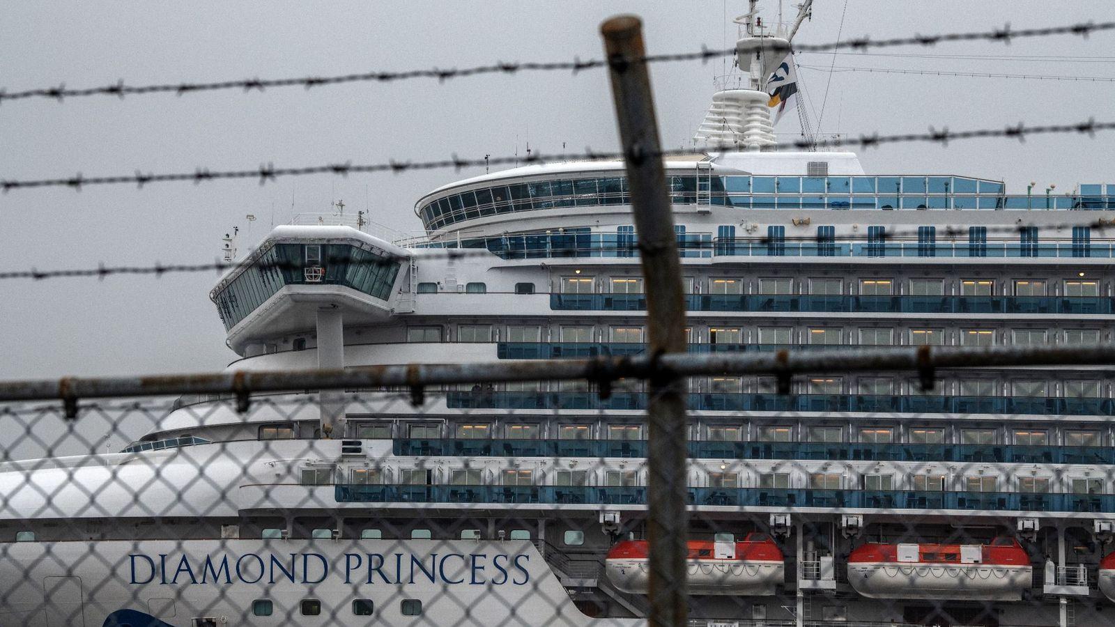 Coronavirus: UK 'strongly encourages' quarantined Britons to take flight back home