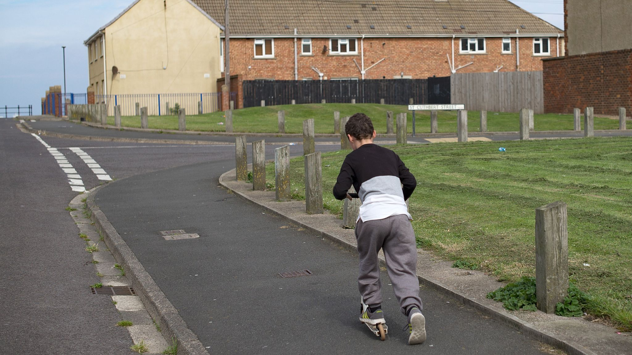 Four million children living in poverty as numbers rise, says report   UK News   Sky News