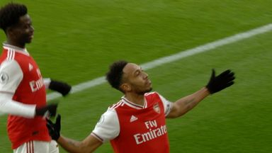 Aubameyang gives Arsenal the lead! (33)