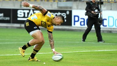 Lam evades Sharks to score solo try