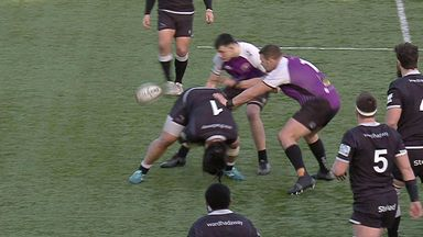 Mulipola's through-the-legs pass for try