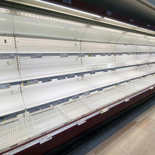 UK supermarkets 'draw up emergency plans for major outbreak'