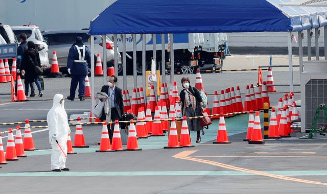 Japan: Passengers leaving coronavirus-hit cruise ship criticise quarantine 'nonsense'