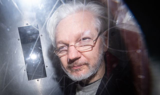 Hearing over WikiLeaks founder's extradition to U.S. begins in London